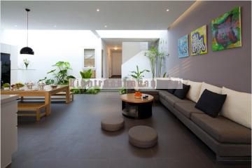 Nội thất nhà phố đơn giản, tiện nghi và có không gian xanh mát